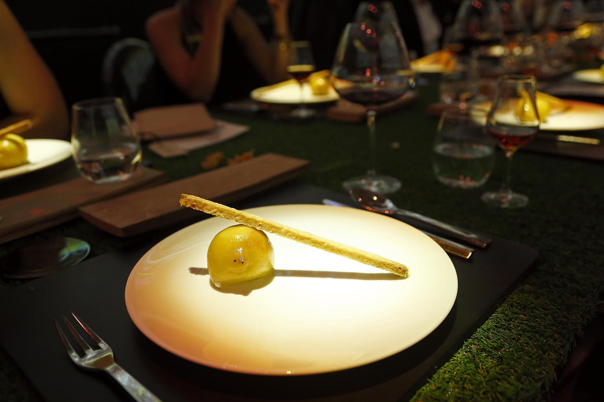 MARTELL'S LIBRARY - Lemon & Lemon Tart paired with Martell Premier Voyage