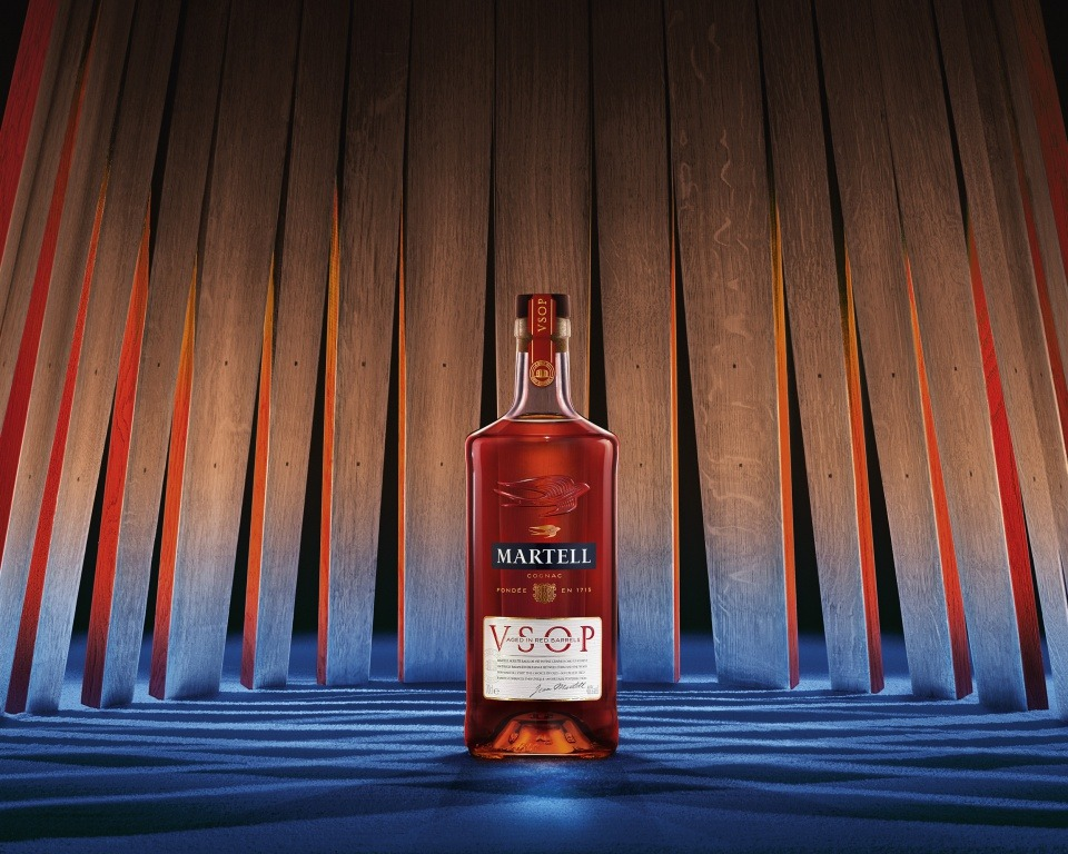 Martell VSOP <br> Aged in Red Barrels - La verdadera elegancia se encuentra en su equilibrio perfecto.