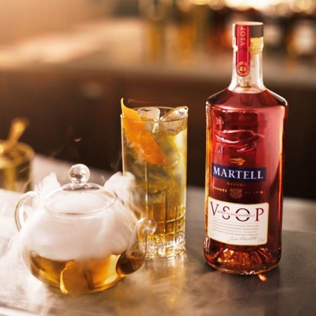 Martell VSOP Aged in Red Barrels Limited Edition by Dr Woo LE VOYAGE DES AMANTS