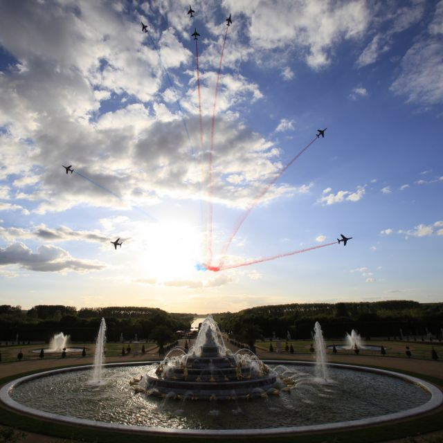 The sensational flyover of Versailles by La Patrouille de France for Martell300 Anniversary