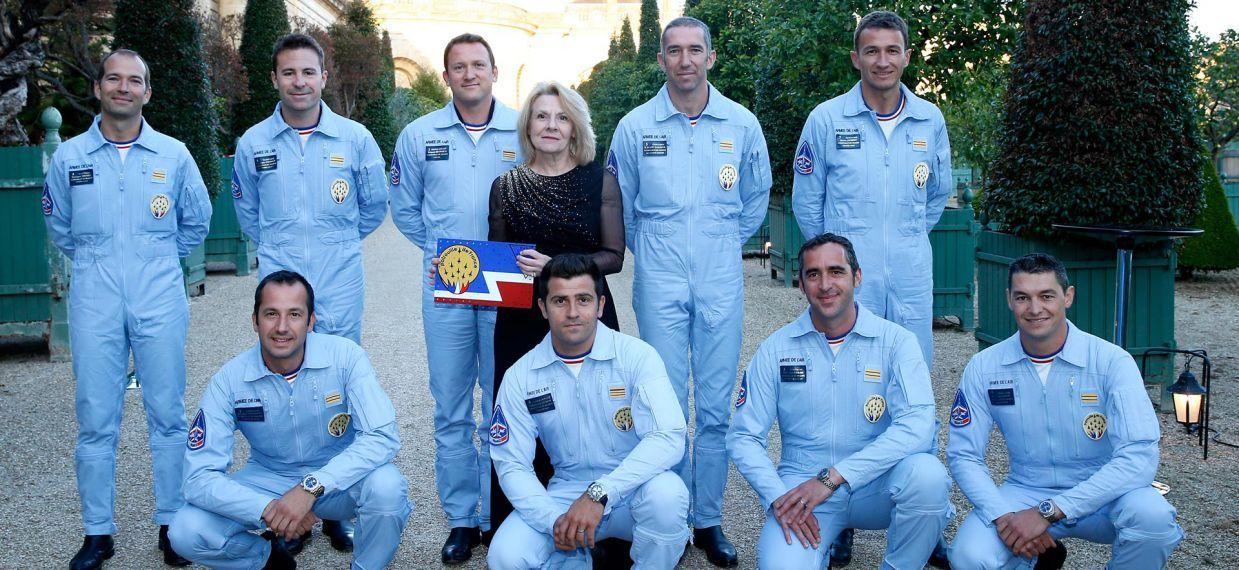 法國空軍巡邏兵飛行表演隊與凡爾賽宮總監凱瑟琳•比克小姐(Mme Catherine Pégard)