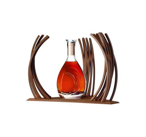 在歷史中擁有自己的時刻 馬爹利Premier Voyage 全球限量300瓶,珍稀而獨特,每一瓶均根據預訂進行手工簽名、編號和生產。如果您想要購買此限量版,請與馬爹利聯繫。