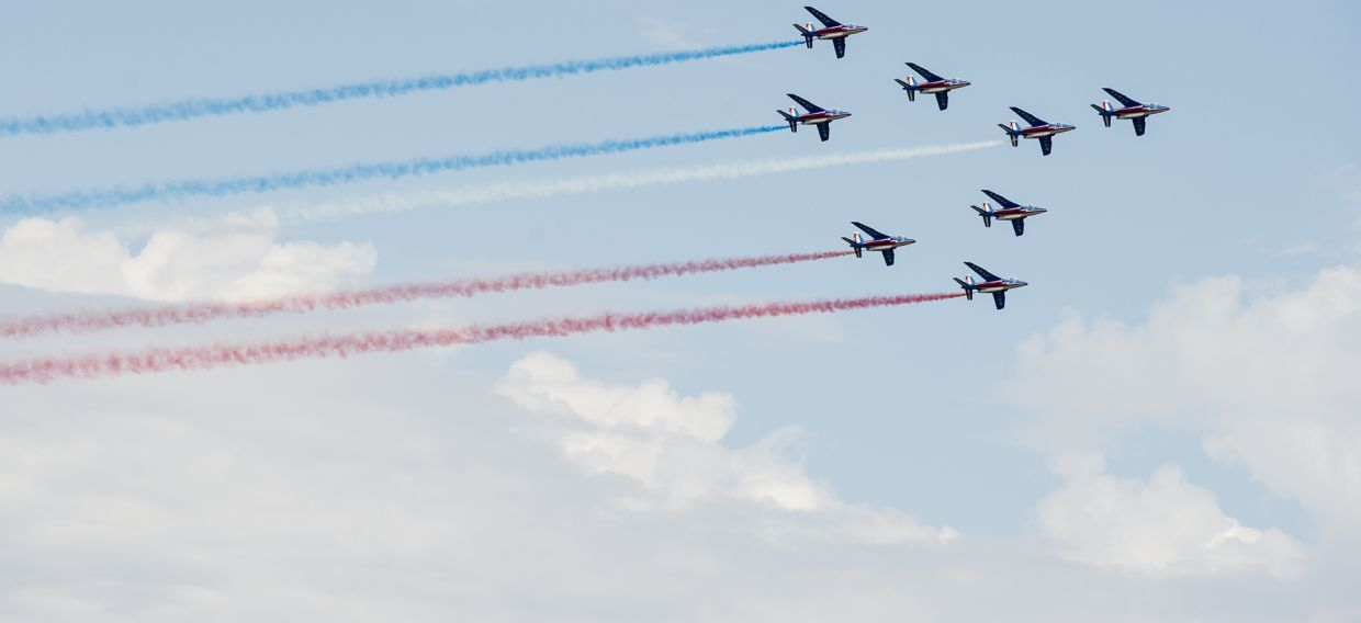 The sensational flyover of Versailles by La Patrouille de France
