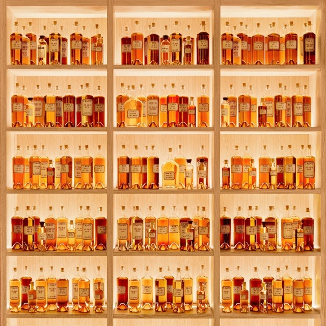 EXPERIENCE THE MAKING OF MARTELL, FROM GRAPE TO GLASS THE ART OF THE MARTELL TASTING EXPERIENCE